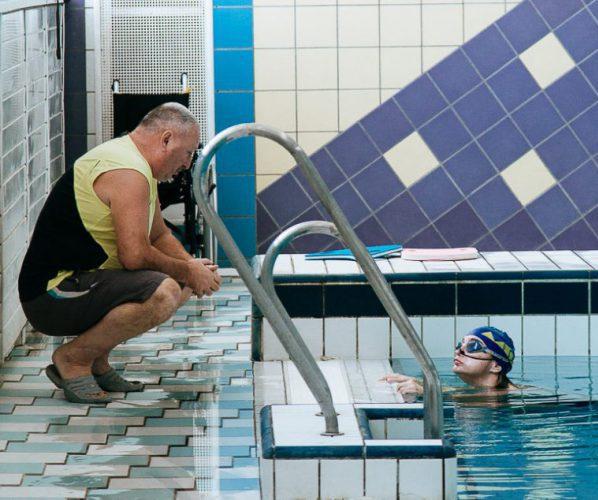 Бассейн тренер