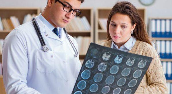 Снимок мозга врач