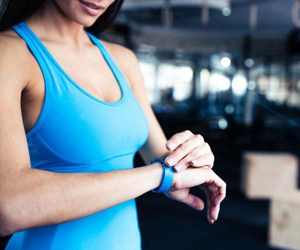 Фитнес браслет женщина