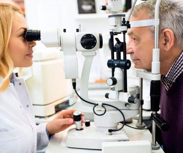 Глаукома пожилой человек