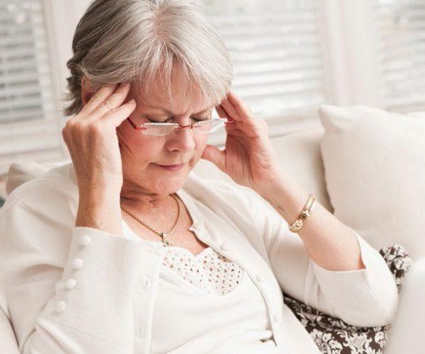 При каком давлении тошнит: при низком или высоком, связь с головокружением
