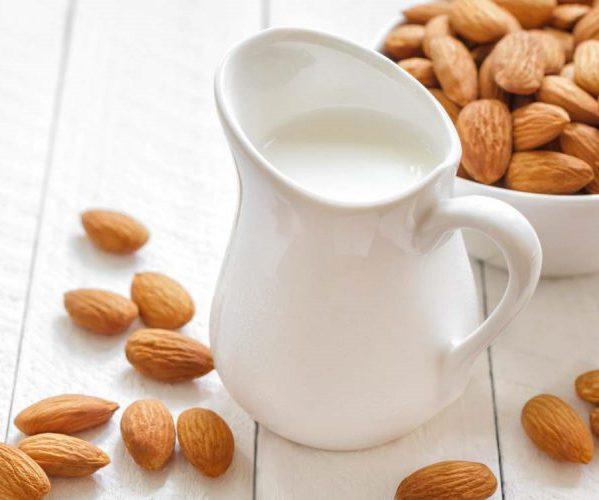 Молоко орехи