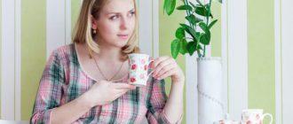 Пьет зелёный чай