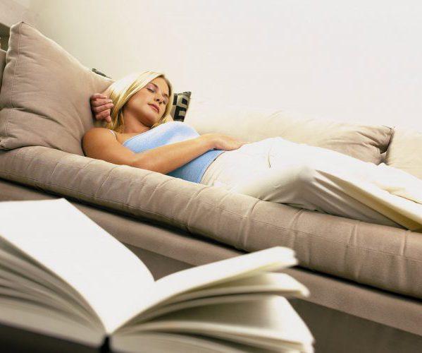 Женщина расслабляется