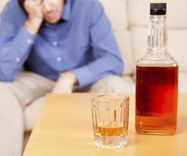 Злоупотребляет алкоголем