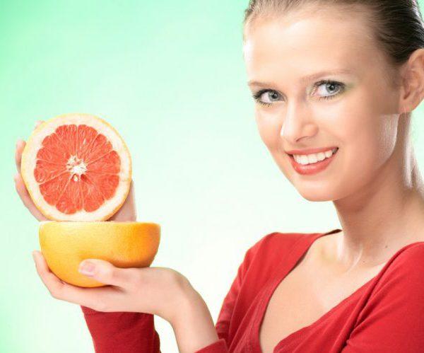 Женщина грейпфрут