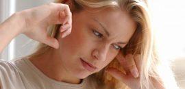По каким причинам может давить на уши и опасно ли это состояние